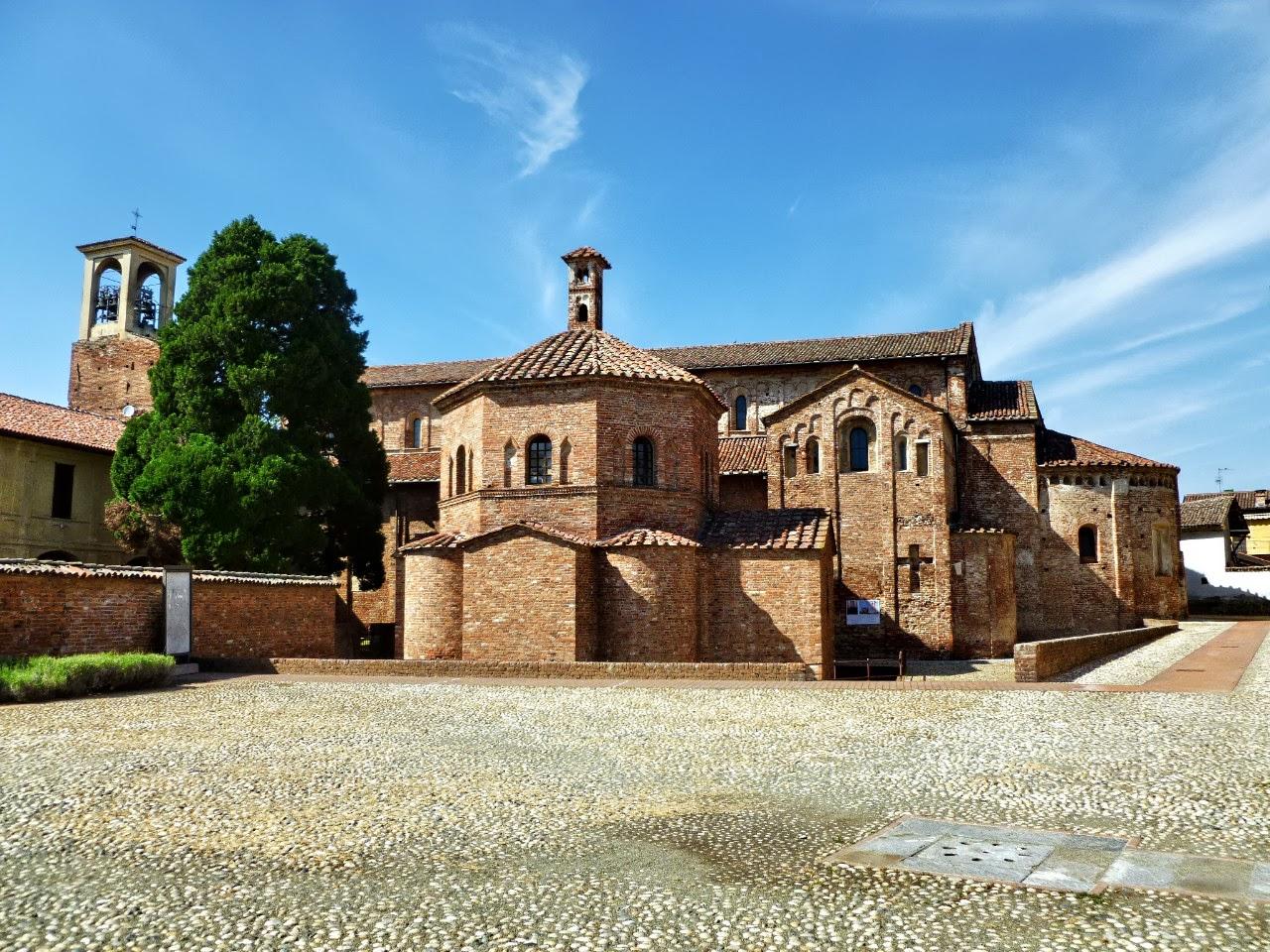 Lomello - Castello e battistero ad Fontes